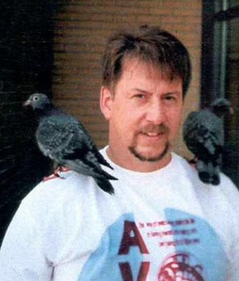 Pete_pigeonsonshoulder